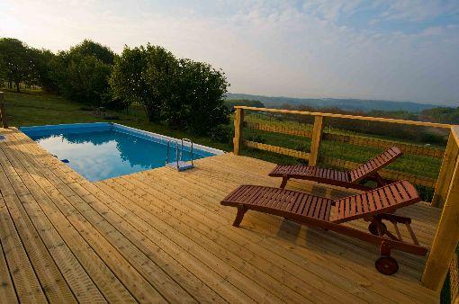Het zwembad in de boomgaard