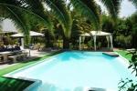 Ons zwembad gevuld met bronwater