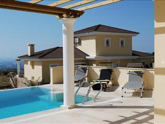 Zonneterras en privé zwembad met uitzicht op Samos