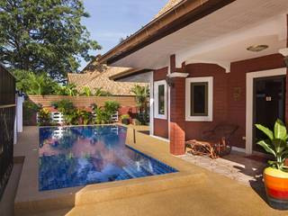 10 Villa With Pool Outside Pool Area